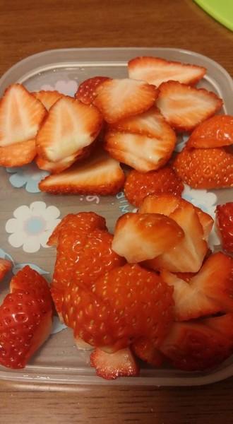 イチゴはカット☆