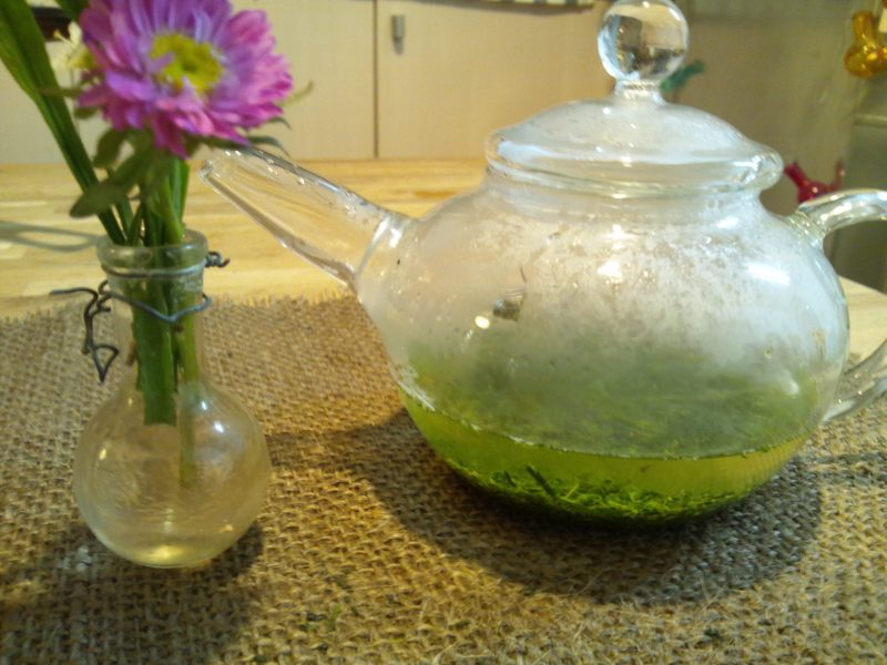 キャビック株式会社のブログ-宇治森徳「お茶を煎れる人、美しい。」黒