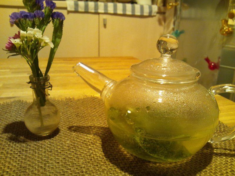 キャビック株式会社のブログ-宇治森徳「お茶を煎れる人、美しい。」赤